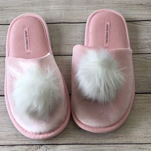 Victoria's Secret Pink Pom Pom Slippers M